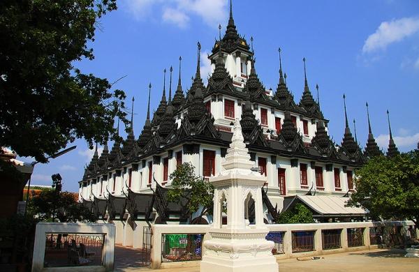 Du-Lịch-Hành-Hương-Thái-Lan-chùa-Wat-Ratchanaddaram