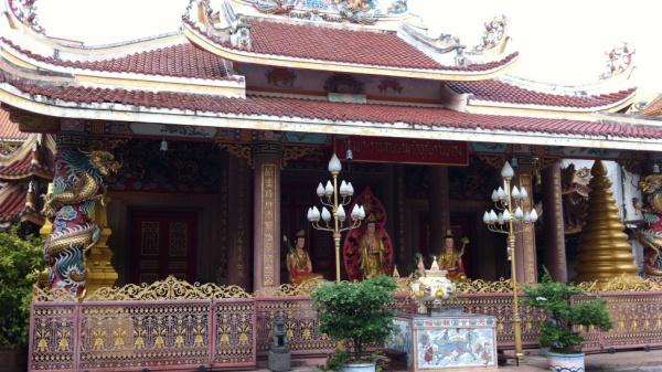 Du-Lịch-Hành-Hương-Thái-Lan-chùa-khanh-van