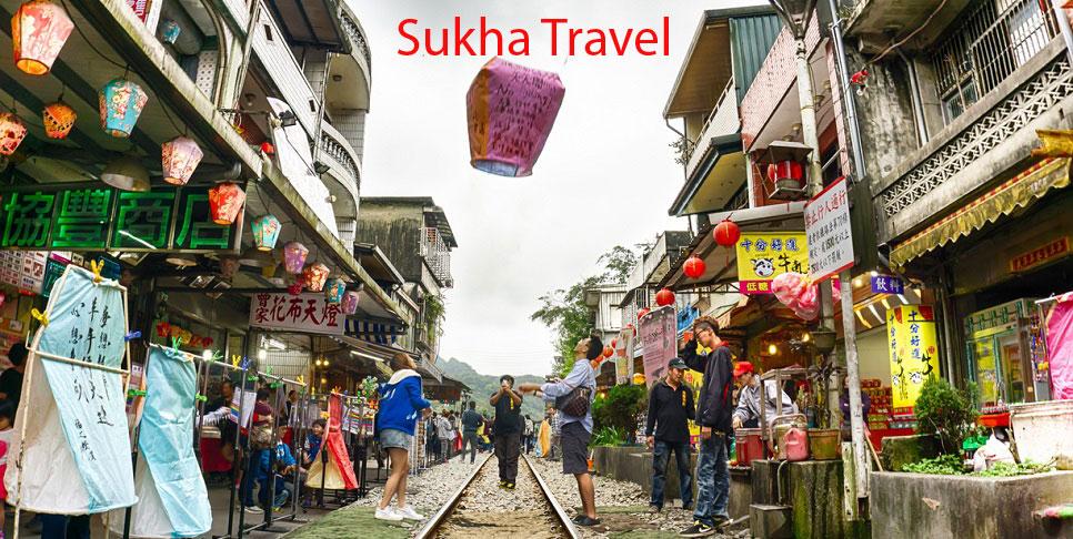 duong-pho-co-thap-phan-tha-long-den-sukha-travel